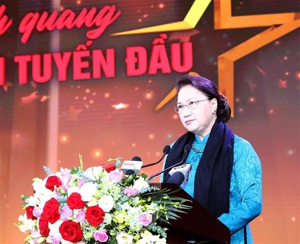 越南国会主席阮氏金银出席防疫一线人员表彰大会 hinh anh 2