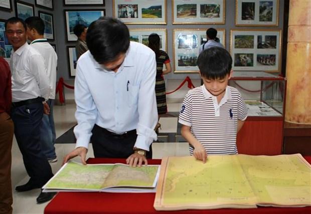 """广治省举行""""黄沙、长沙归属越南—历史证据和法律依据""""流动展览 hinh anh 2"""