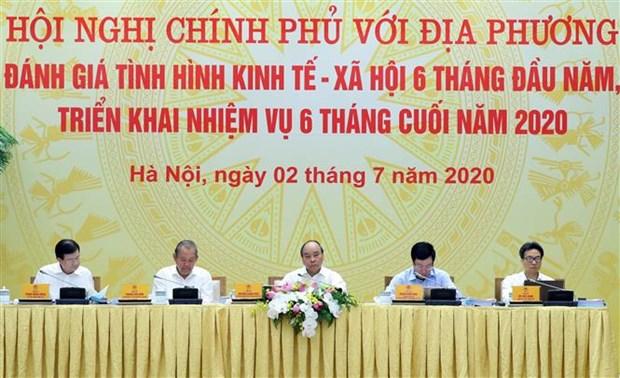 越南政府总理阮春福主持政府与各地方全国视频会议 hinh anh 1