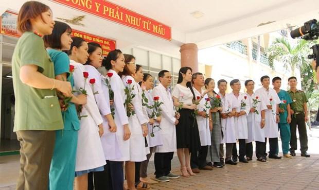 岘港市艺人制作音乐视频 歌颂抗疫一线的默默英雄 hinh anh 1
