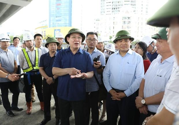 河内市委书记王廷惠对该市各重点交通项目的施工进度进行实地考察 hinh anh 1