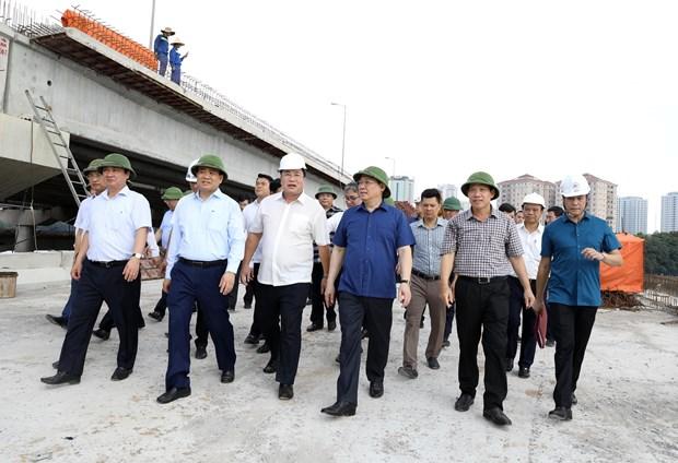 河内市委书记王廷惠对该市各重点交通项目的施工进度进行实地考察 hinh anh 2