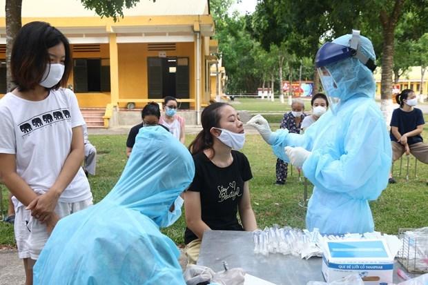 新冠肺炎疫情:越南新增治愈病例1例 1.3万多人正接受隔离观察 hinh anh 1