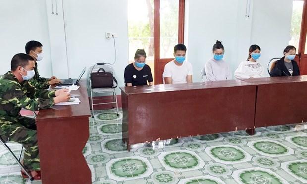 一名劳动人员非法入境被拘留并送往广宁省接受集中隔离 hinh anh 2