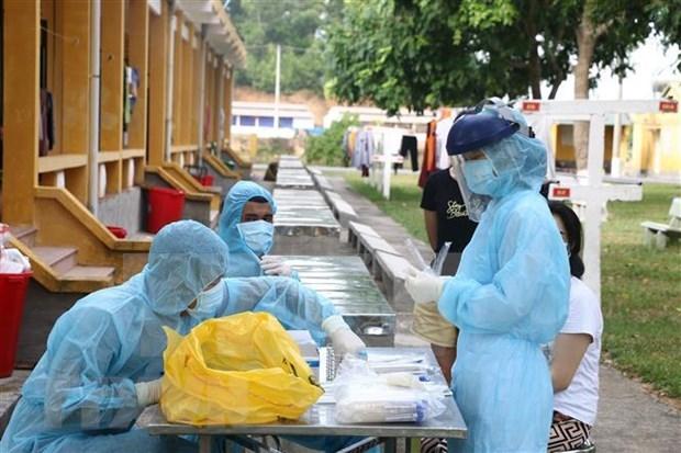 越南全国新冠病毒核酸检测阳性病例仅剩15例 hinh anh 1