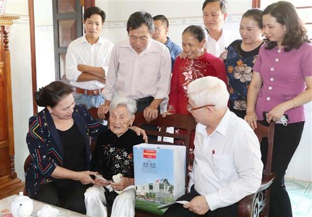 越南国会主席阮氏金银:平福省促进增长模式转型 努力提升其竞争力 hinh anh 3