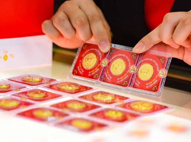 越南国内黄金价格在连续上涨多日后出现下跌 hinh anh 1