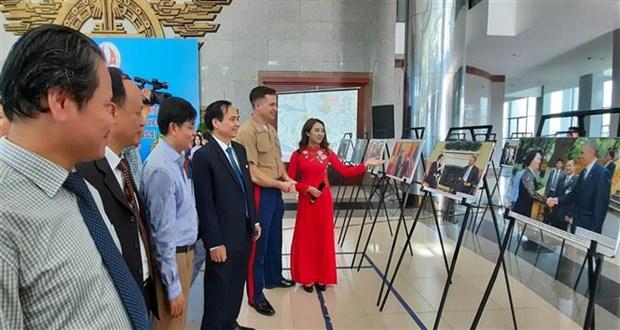 纪念越美建交25周图片展在广治省举行 hinh anh 2