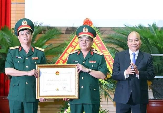 越南政府总理阮春福:后勤干部须关照部队的物质和精神生活 hinh anh 2