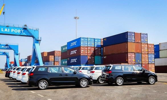 越南长海汽车股份公司向泰国出口第二批旅行车 hinh anh 1