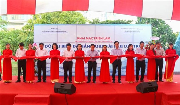 岘港海滨城市展展出逾200个珍贵资料 hinh anh 1