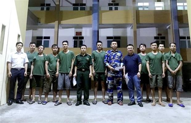 越南成功救助海上遇险9名船员 hinh anh 1