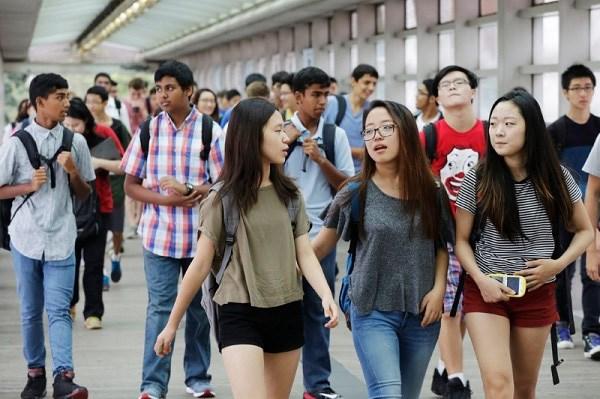 越南考虑接收因受疫情影响而不能继续在国外留学的越南留学生和国际大学生在越南继续读大学 hinh anh 1