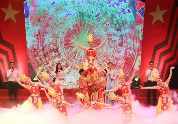"""2020年第13次""""红色之花""""艺术晚会在河内举行 hinh anh 1"""