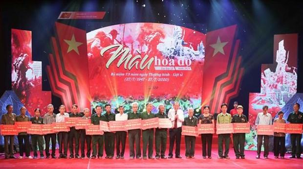 """2020年第13次""""红色之花""""艺术晚会在河内举行 hinh anh 2"""