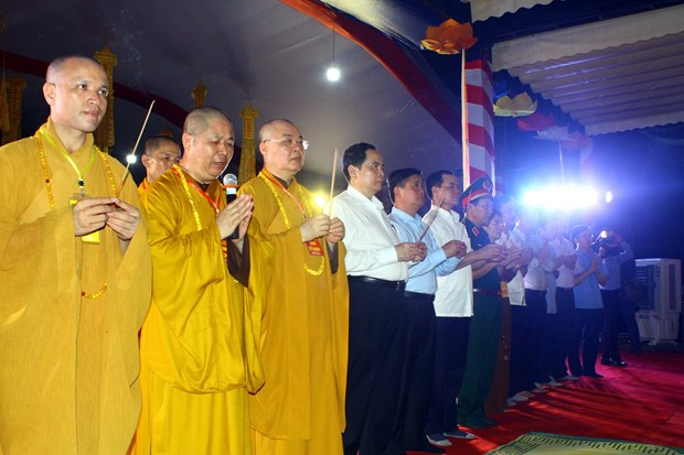 缅怀援老越南志愿军超度法会在乂安省越老国际烈士陵园举行 hinh anh 1