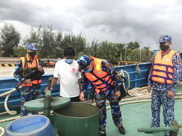 发现外国船只在越南海域进行非法交易D.O油 hinh anh 1