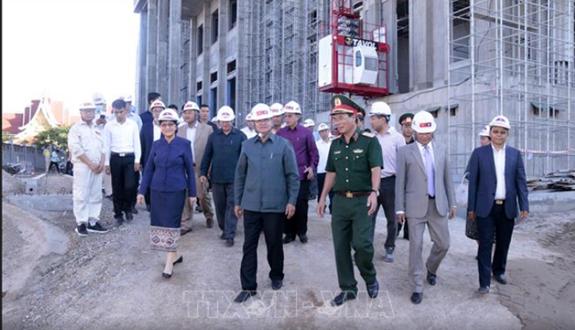 老挝总理对由越南援建的国会大厦工程的进度和质量予以高度评价 hinh anh 1