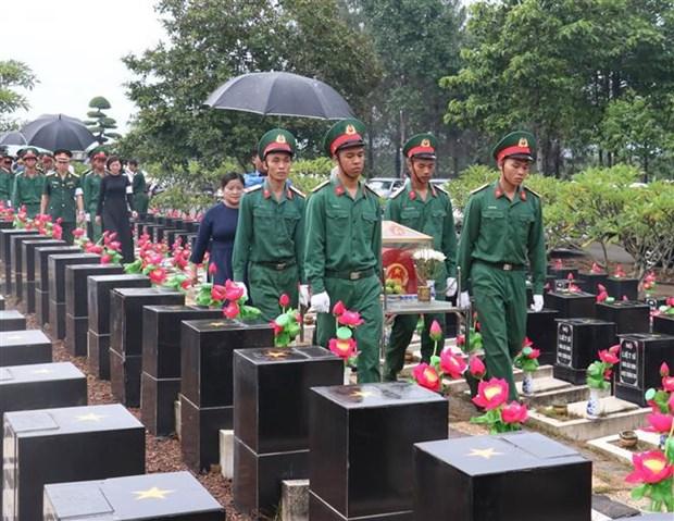 7·27越南伤残军人与烈士日:平福省举行烈士遗骸追掉会和安葬仪式 hinh anh 1