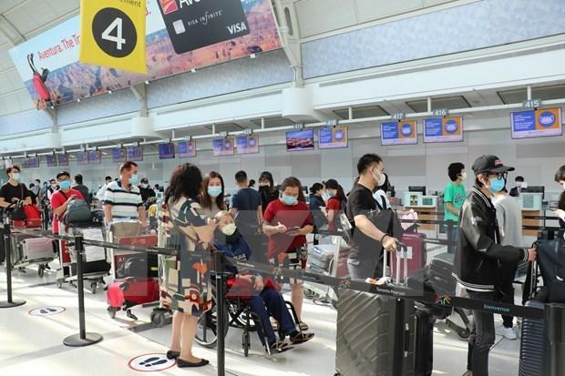 越南政府组织第四躺从加拿大回国的航班 将340名越南公民接回国 hinh anh 1