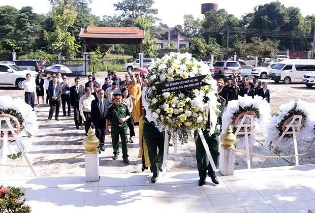 7·27越南伤残军人与烈士日:老越战斗联盟英烈祭奠仪式在老挝举行 hinh anh 1