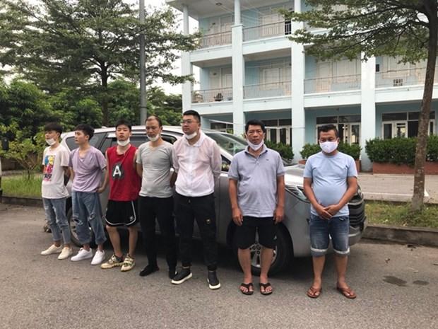越南交警在内排-老街高速公路发现非法入境的5名中国人 hinh anh 1