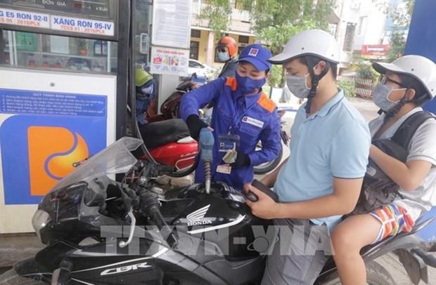 越南E5RON92汽油价格28日15时起略有上涨 hinh anh 1