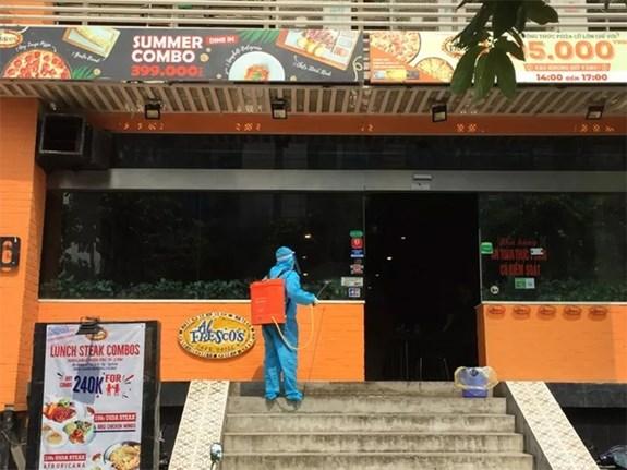 河内市因出现新冠肺炎疑似病例封锁一家比萨餐厅 hinh anh 1