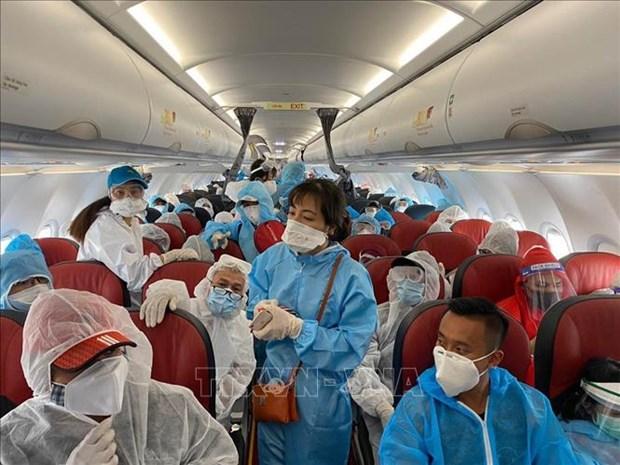新冠肺炎疫情:把在印度尼西亚的210多名越南公民接回国 hinh anh 1