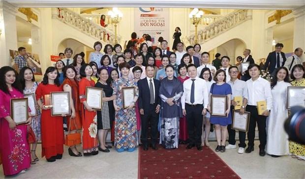 第六次全国对外新闻奖颁奖仪式 在河内举行 越通社拿下44个奖项 hinh anh 1