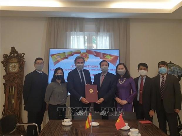 西班牙公民波•戈丹斯被任命为越南驻西班牙巴塞罗那市名誉领事 hinh anh 1