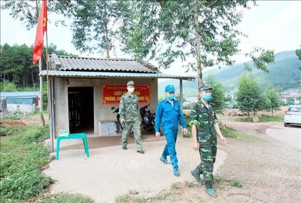 谅山省在边界线搭建近150个24小时值守的临时帐篷 hinh anh 1
