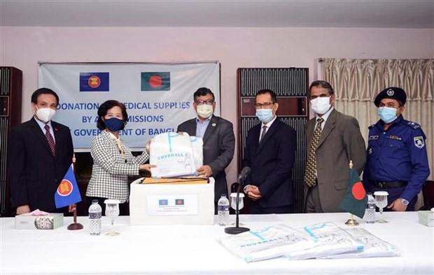 东盟驻孟加拉国达卡委员会向孟加拉国捐赠医疗物资 hinh anh 1