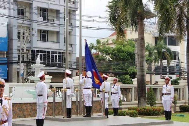 老挝举行东盟旗升旗仪式庆祝东盟成立53周年 hinh anh 1