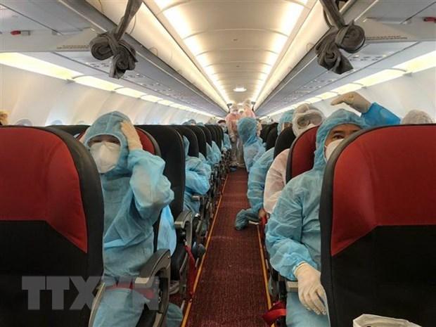 新冠肺炎疫情:在50个国家和地区的逾2.1万越南公民已安全回国 hinh anh 1