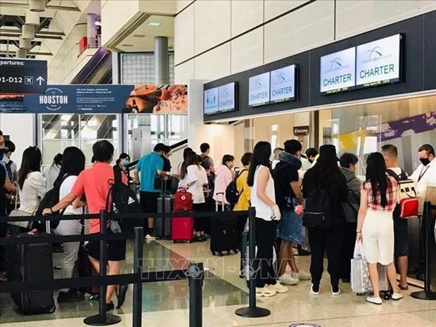 新冠肺炎疫情:在美国休斯敦的近350名越南公民已安全回国 hinh anh 1