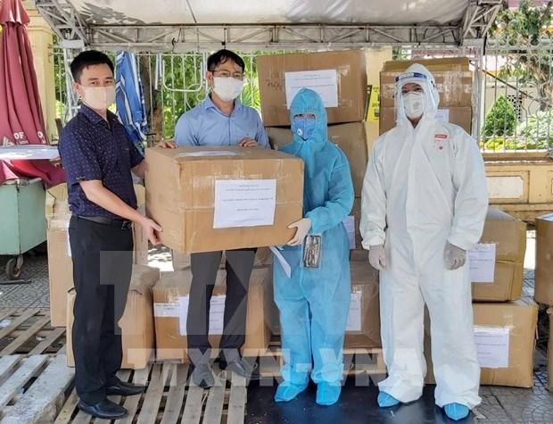 越通社向岘港市赠送1.6万只N95口罩和防疫物资 hinh anh 1