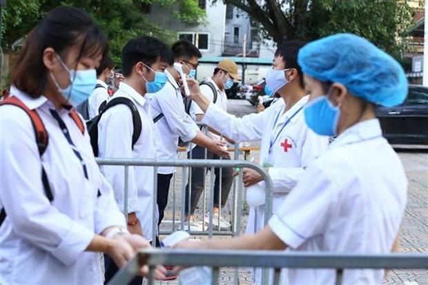 2020年高中毕业考试第一天 越南全国近86.7万名考生参加考试 hinh anh 1
