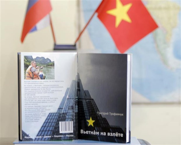 《越南起飞》——深化越俄友谊之情的一书 hinh anh 1