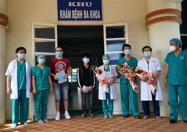 8月12日三例患者被宣布治愈 hinh anh 1