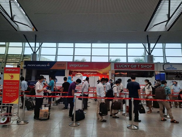 越捷将被困在岘港市的800多名游客送回河内和胡志明市 hinh anh 1