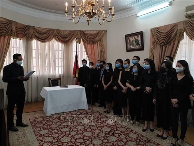越南驻埃及大使馆举行原越共中央总书记黎可漂吊唁仪式 hinh anh 2