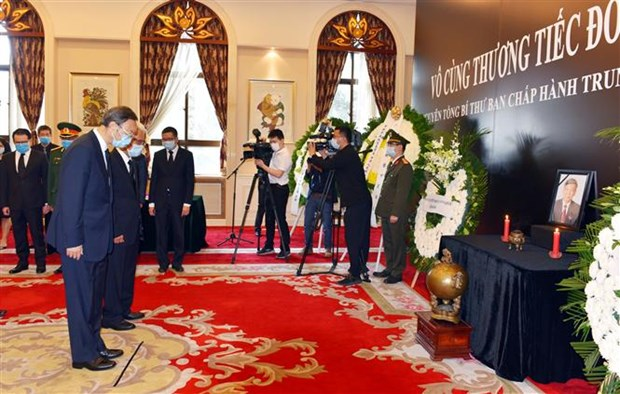 杨洁篪等中国中央和部委领导前往越南驻中国大使馆吊唁黎可漂同志逝世 hinh anh 1