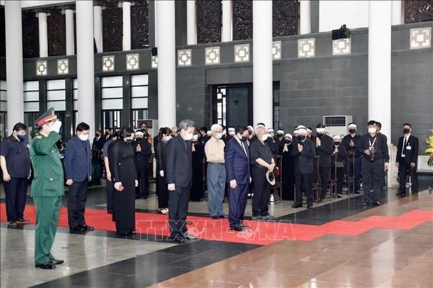 越南党和国家领导吊唁原越共中央总书记黎可漂 hinh anh 2