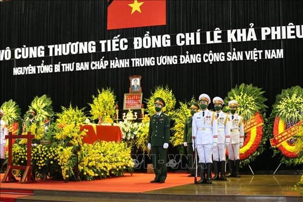 越南党和国家领导吊唁原越共中央总书记黎可漂 hinh anh 1