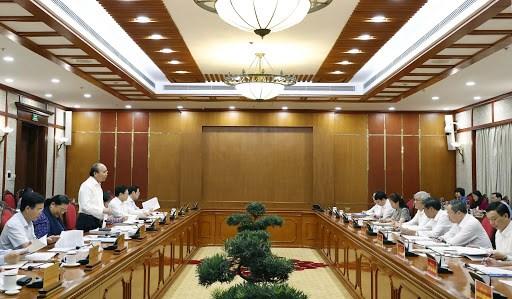 越共中央政治局与中央直属的67个党部中的15个党部举行了工作会议 hinh anh 1