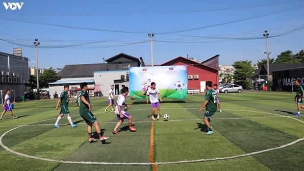 越南国庆节75周年:越南驻柬大使馆举行足球友谊赛 hinh anh 1