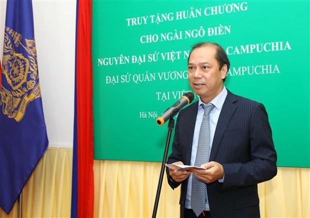 追授越南驻柬埔寨原大使吴田追授柬埔寨政府友谊勋章 hinh anh 2