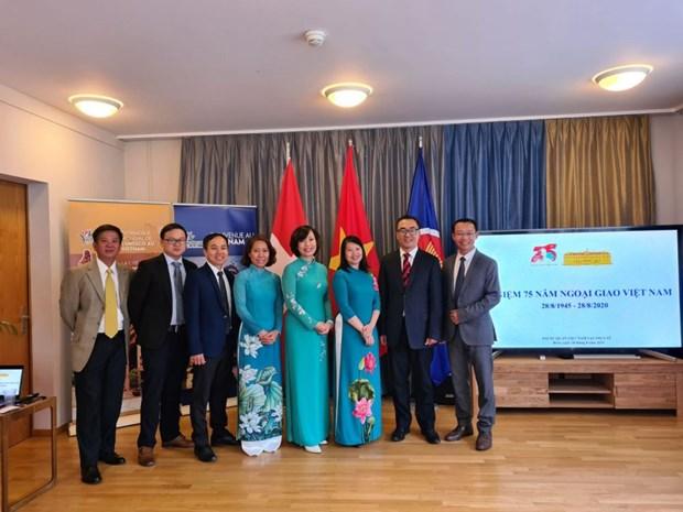 越南驻瑞士大使馆举办越南外交部门成立75周年纪念活动 hinh anh 1