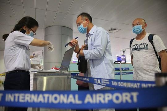 入境越南从事短期工作的外国人不需接受集中隔离医学观察 hinh anh 1